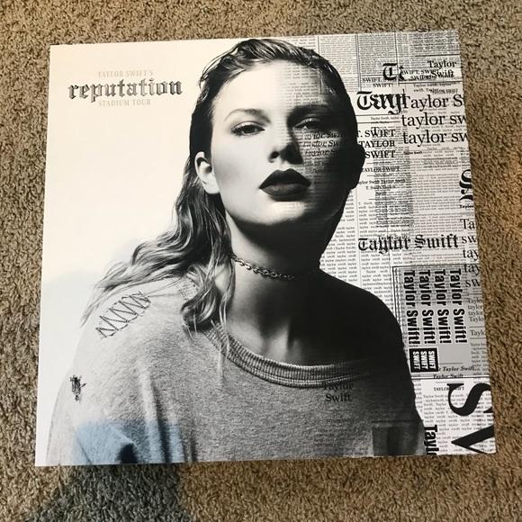 Taylor swift accessories vip reputation box poshmark m5ae233351dffda7e2e8e5504 m4hsunfo